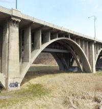 Ontario bows to pressure to keep historic bridge image