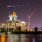 Tower crane begins work on New Champlain Bridge image