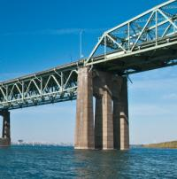 Contract signed for removal of original Champlain Bridge logo